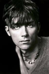 Damon-Albarn-Blur_London1994_-331x496